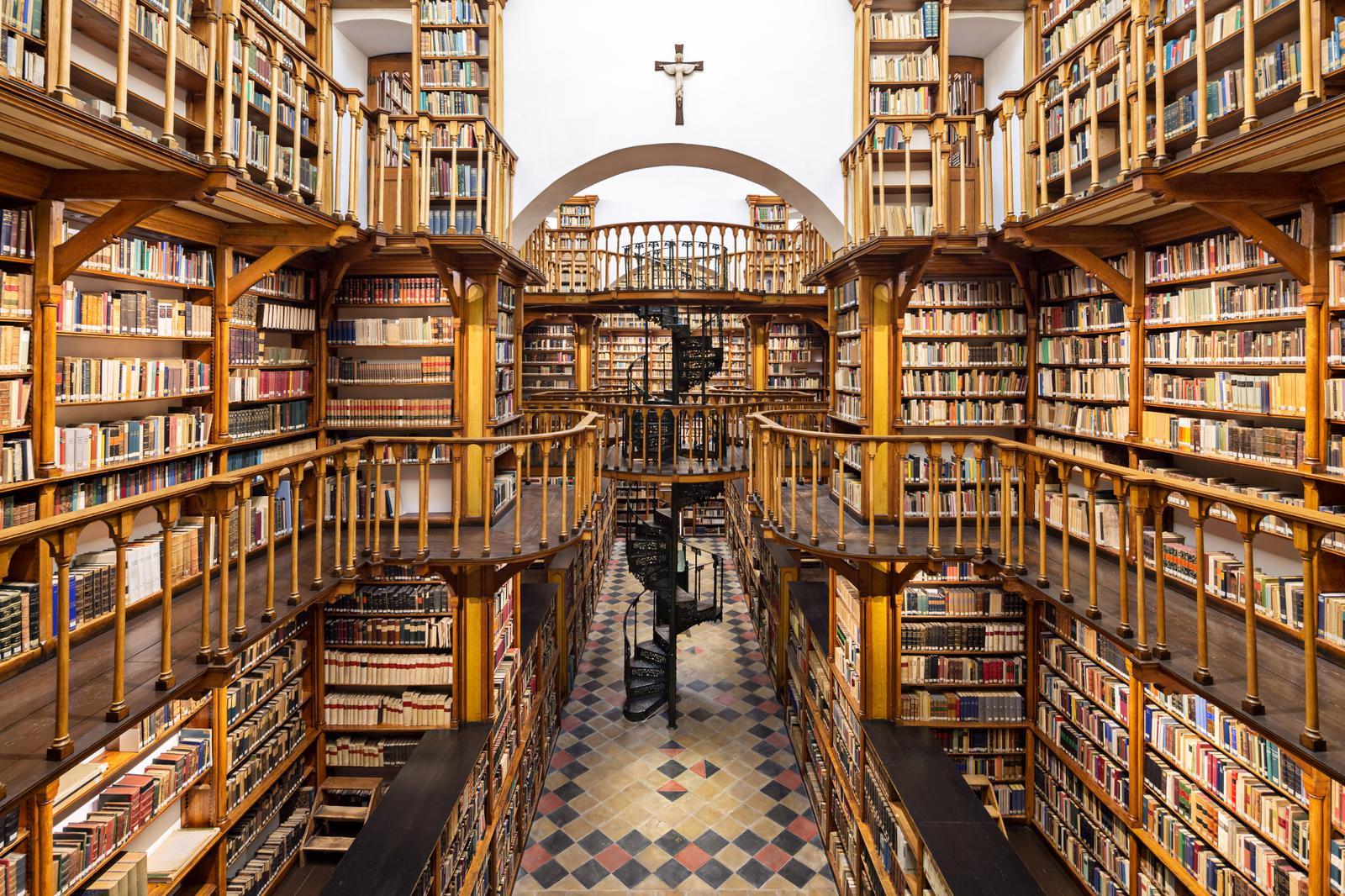 The Great Room in the Maria Laach Monastery Library. https://www.maria-laach.de/bibliothek/