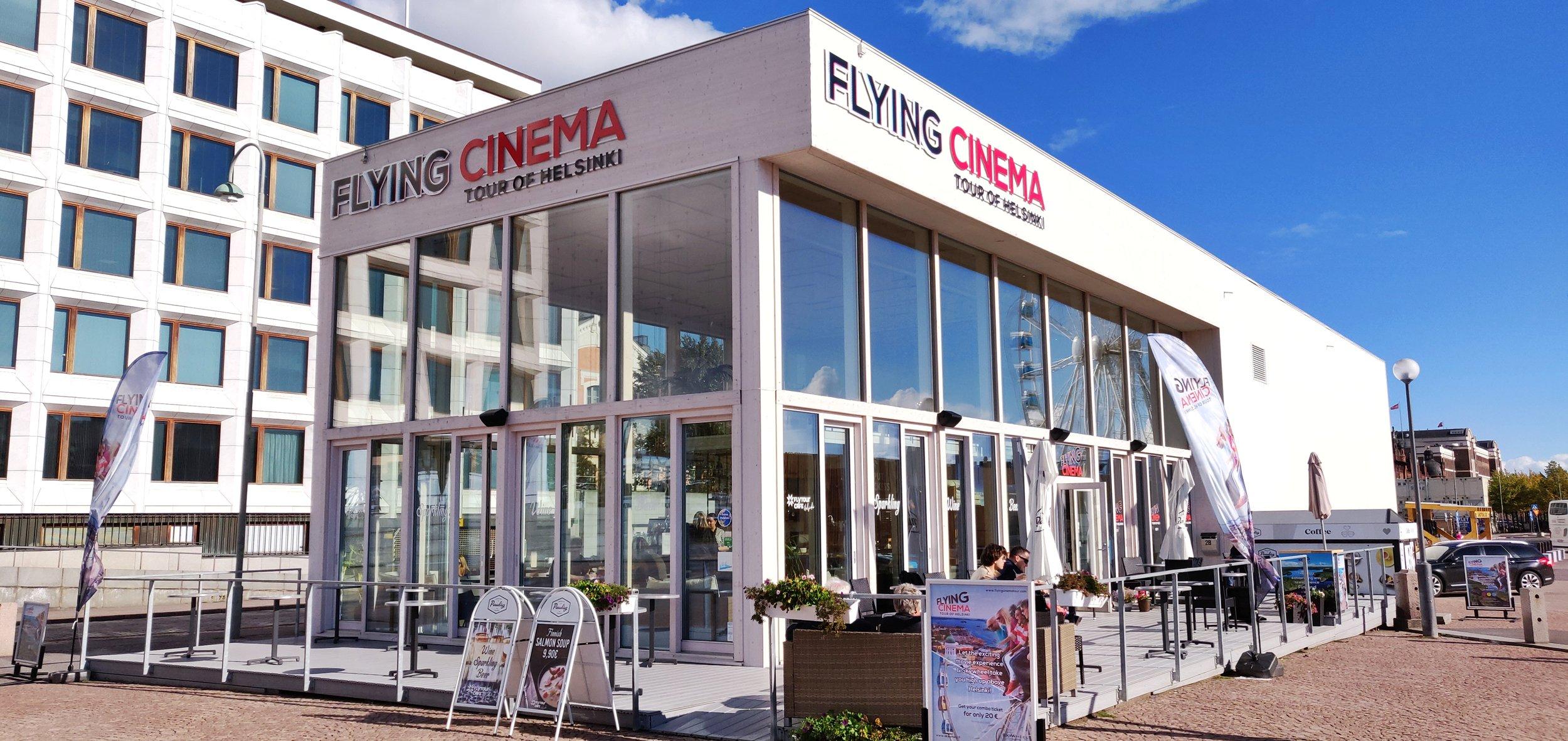 FLYING CINEMA TOUR & CAFE - Katajanokanlaituri 2BFlytour Cafe on viihtyisä, valoisa kahvila, jossa on aurinkoinen kesäterassi. Nauti kuohuviiniä merenrannalla auringossa tai cappuccino kakkupalan kanssa Kauppatorin elämää seuratessa. Flying Cinema on elämys-elokuvateatteri, jonka upeat virtuaalielokuvaelämykset vievät sinut läpi Helsingin ja Suomen kiinnostavimpien nähtävyyksien ja maamerkkien – ilman huolta säästä tai pitkistä matkoista. Löydät meidät Katajanokanlaiturilta, aivan Skywheel Helsinki- maailmanpyörän sekä Allas Sea Pool -merikylpylän vierestä.www.flyingcinematour.com