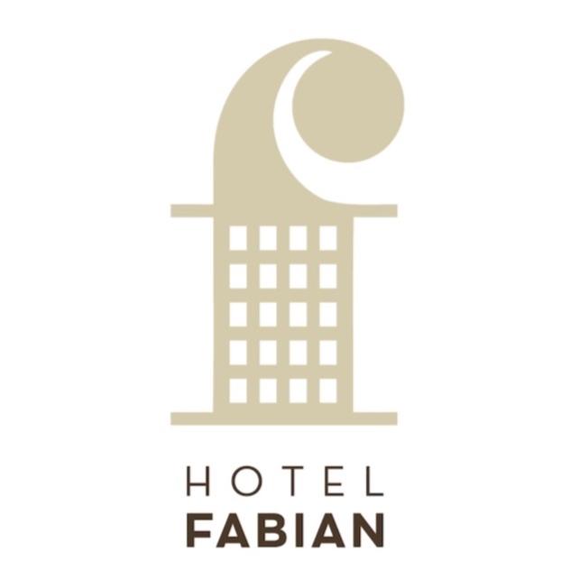 HOTEL FABIAN - Fabianinkatu 7Helsingin sydämessä sijaitseva 58 huoneen boutique-hotelli Fabian toivottaa vieraansa tervetulleeksi ainutlaatuisen vieraanvaraiseen ilmapiiriin. Hotellihuoneiden yksityiskohdat on valittu huolella täydentämään kotoisaa tunnelmaa. Hotellilta on vain lyhyt kävelymatka Kauppatorille, Esplanadin puistoon sekä Designmuseoon. Kesäisin hotellin vehreä sisäpiha tulvii luonnonvaloa tarjoten viihtyisän oleskelupaikan muutaman askeleen päässä kaupunginvilinästä. Tervetuloa aamiaiselle tai virkistävälle juomalle vaikka et majoittuisikaan.www.hotelfabian.com