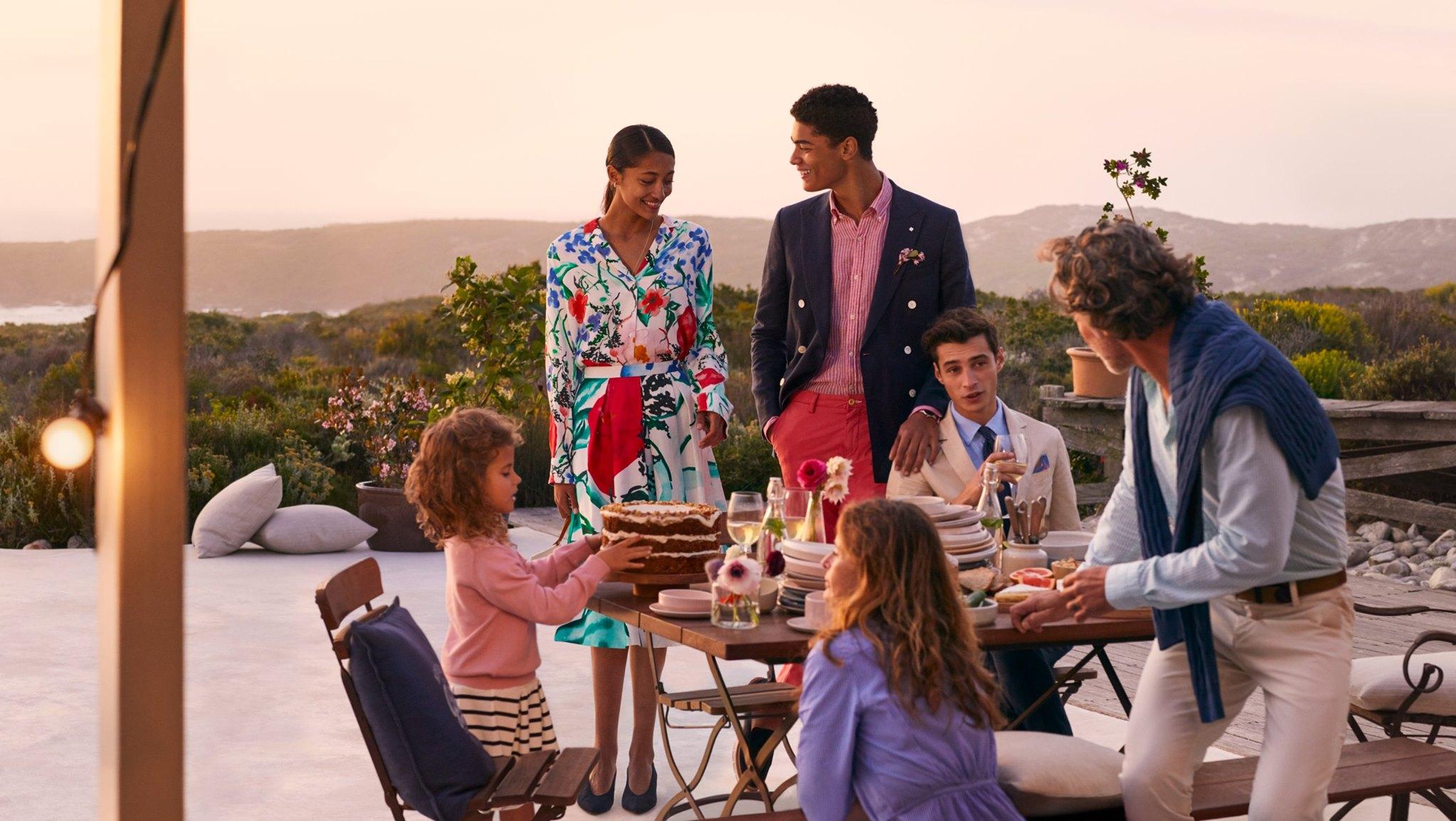 GANT STORE KAMPPI - Kauppakeskus Kampin 2 krs. Urho Kekkosen katu 1GANT on kansainvälisesti tunnettu brändi, joka perustettiin vuonna 1949 USA:n New Havenissa. Myymälästämme löytyy huolella valikoituja tyylikkäitä sekä käytännöllisiä vaatteita miehille, naisille ja lapsille, kenkiä, kelloja, asusteita sekä kodin sisutustekstiilejä. Kausittain vaihtuvien tuotteiden lisäksi valikoimistamme löydät suositut klassikot. Myymälämme löydät kauppakeskuksen toisesta kerroksesta.https://www.gantstore.fi/