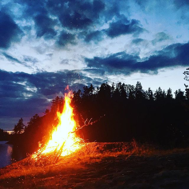 Bonfire by the lake  #midsummer #juhannus #summer #bonfire #fire #crackling #night #sunset #soundshade