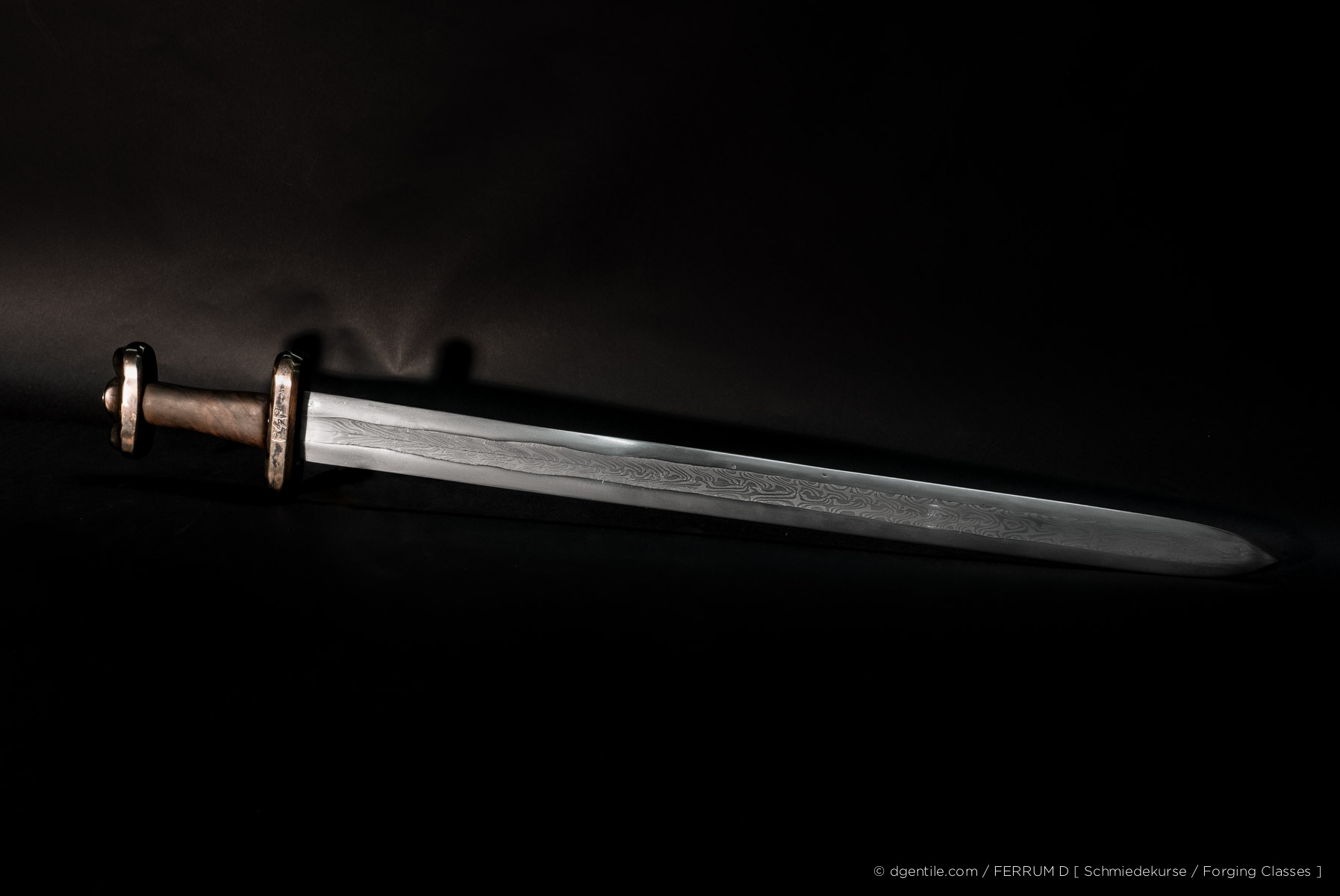8 Tage Kurs - Vikinger Schwert, mehrbahniger Verbundschweissstahl (Damaszenerstahl)   8 Day Class - Viking Sword, composite patternwelded steel