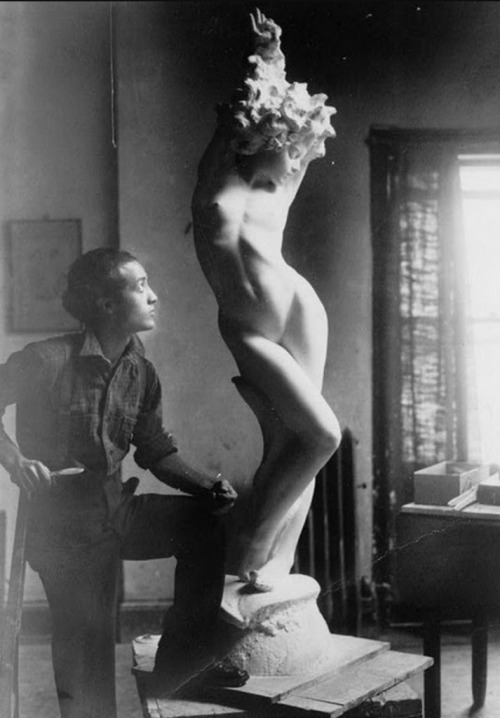 Isamu Noguchi with Undine (Nadja) in studio, 1926, Photographer unknown. Courtesy The Noguchi Museum.