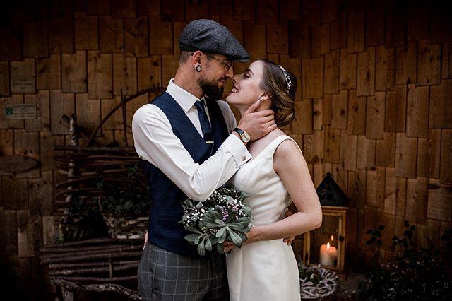 Wunderschön die beiden🥰 Steht auch ihr auf das Rustikale und heiratet nächstes Jahr? Wir freuen uns über eure Anfrage🌿🌵 . . .  #hochzeitschweiz #hochzeitsfotografschweiz #schweizerhochzeit #schweizerhochzeitsfotograf #swissweddingphotographer #bohobride #bohowedding #twosecretvows #loveandwildhearts #junebugwedding #zankyouswitzerland #zankyougermany #friedatheres #nikond750 #instawedding #bloggerwedding #authenticlovemag