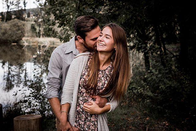 We captured their lovestory❤️ Habt auch ihr Lust auf ein Paarshooting im Wald? Meldet euch bei uns🌿 . . . #coupleshooting #outdoorshooting #capturelove #capturelovestories #youngandwildhearts #belovedstories #lookslikefilmlovestory #schweizerfotografen #paarshooting #paarshootingschweiz #fotografschweiz #coupleshootingswitzerland