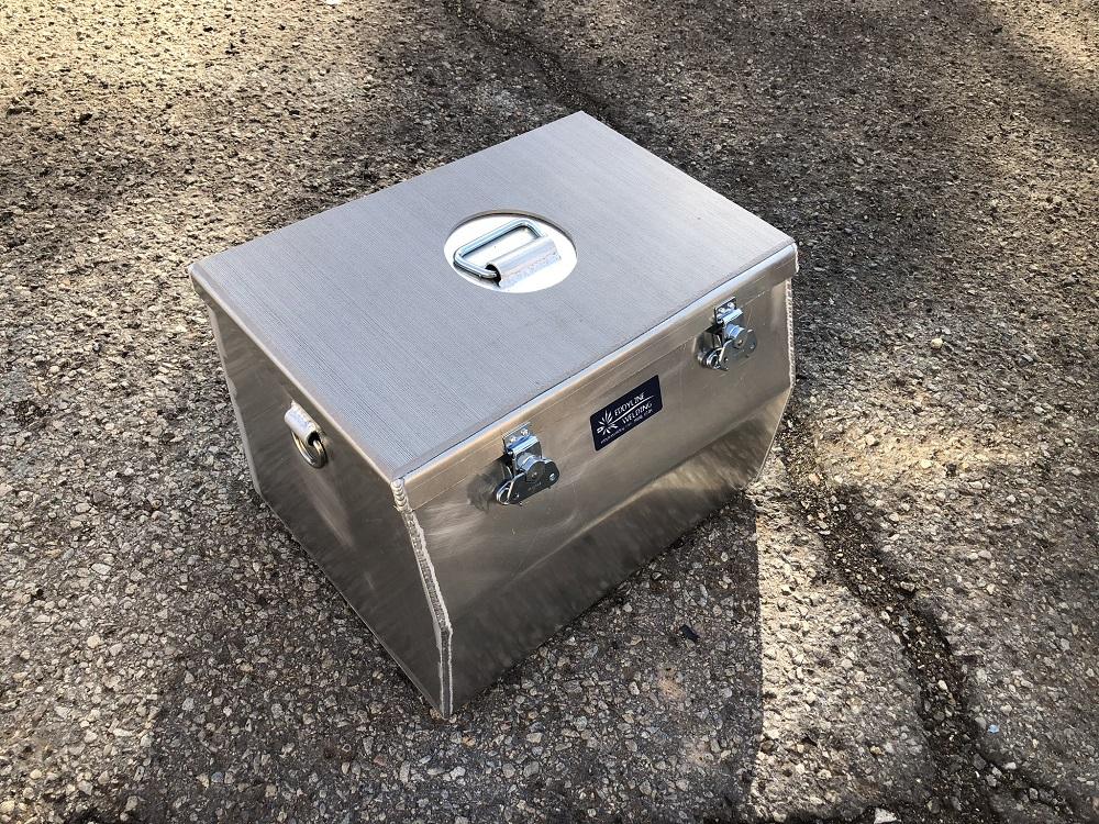 Side box with SeaDek foam top