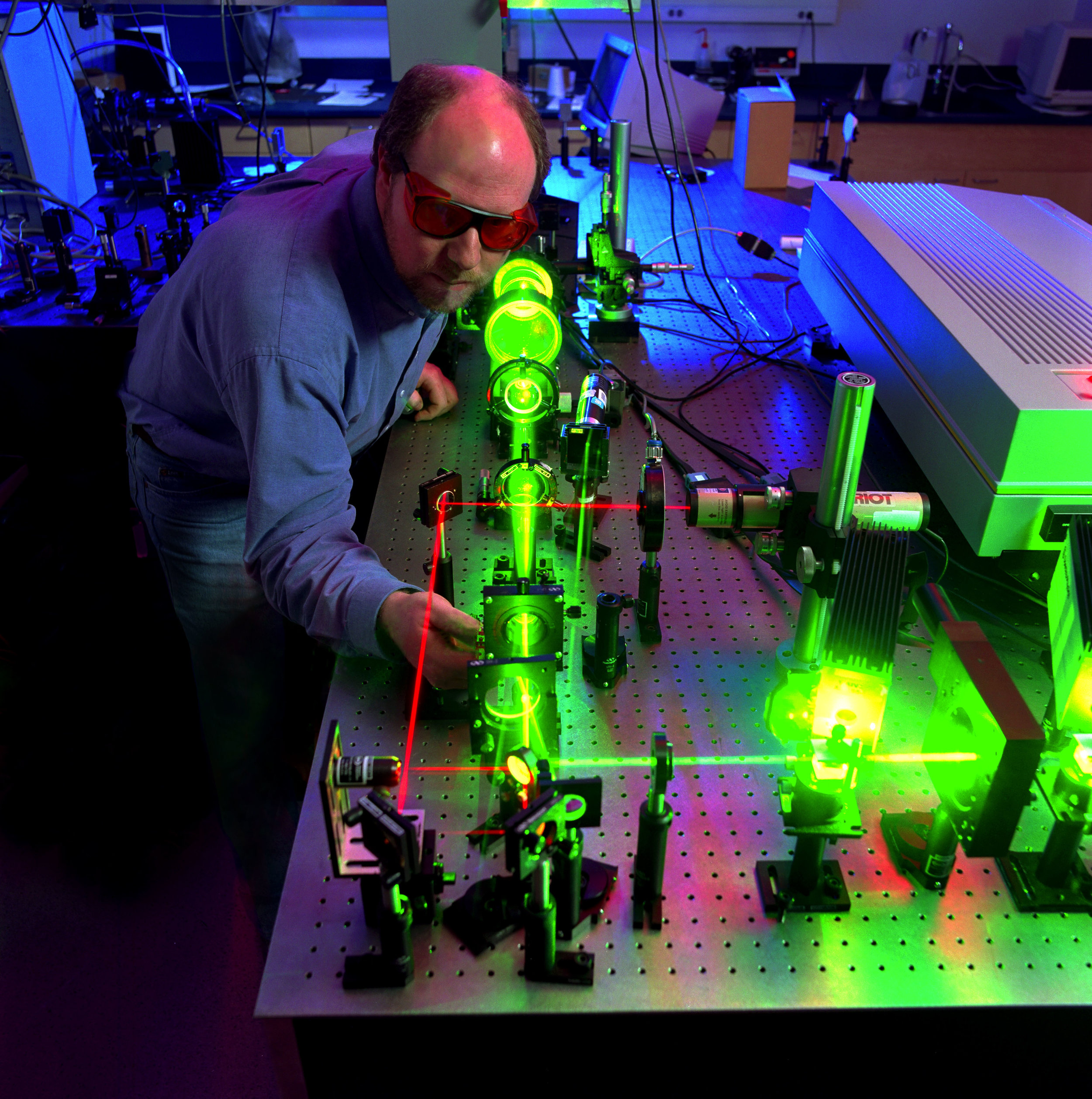 """ Scientist measures the optical limiting performance of a nonlinear material "" by US ARMY /  Adelphi Lab Center  / Douglas G. LaFon IS LICENSED UNDER  CC BY 2.0 ."