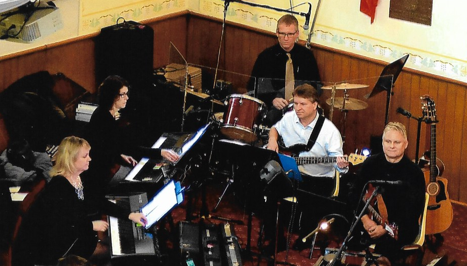 Band - Christmas 2017 L-R:  Agnes Henderson (piano), Janet McDonald (keyboard), Chris McIntosh (drums), Brian McMurran (Bass) Doug Boertien (guitar)