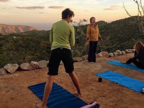 los-pisos-amanecer-yoga.jpg