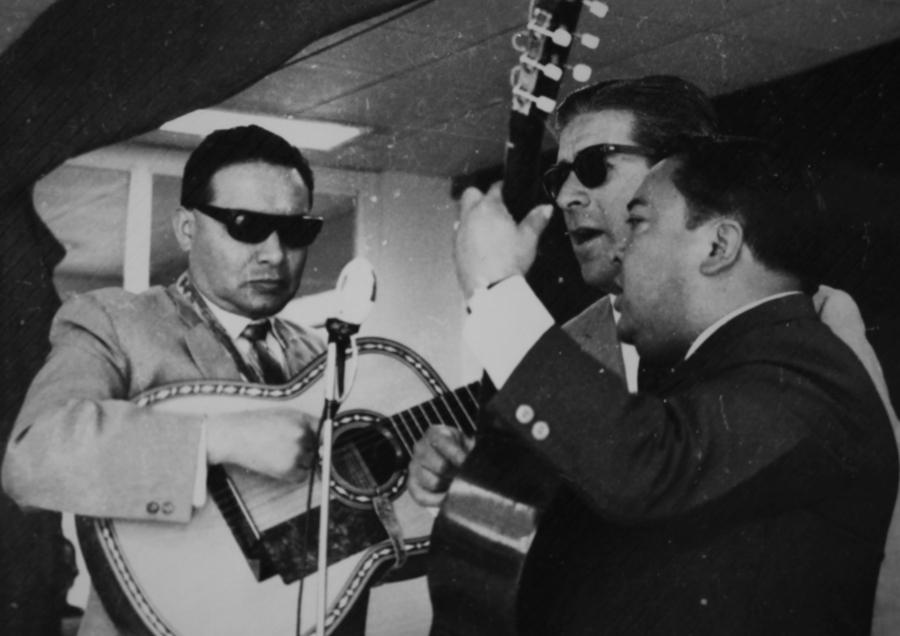 Maestro Guaña izq. y el Dúo Benítez Valencia