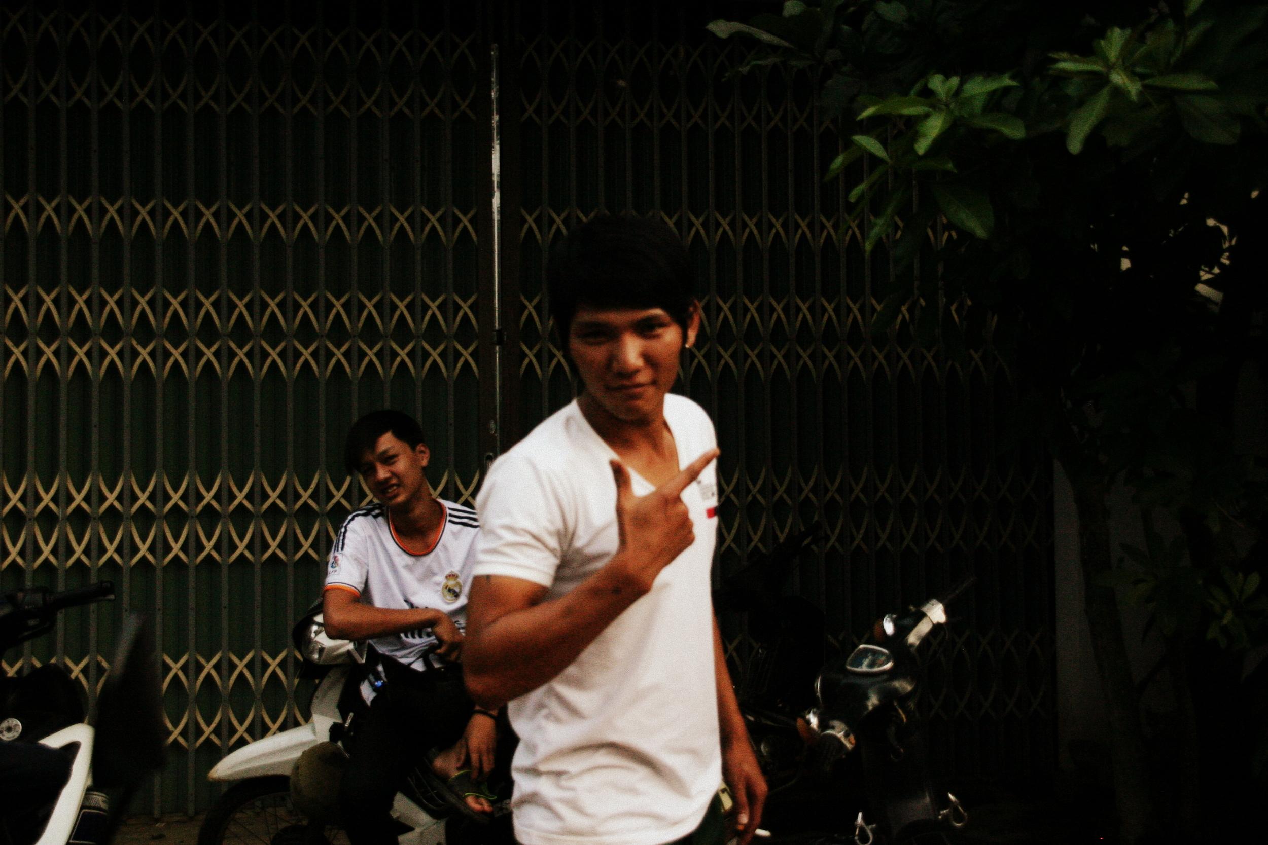 Os mecânicos de Liên Son, no meio das montanhas do Vietnam