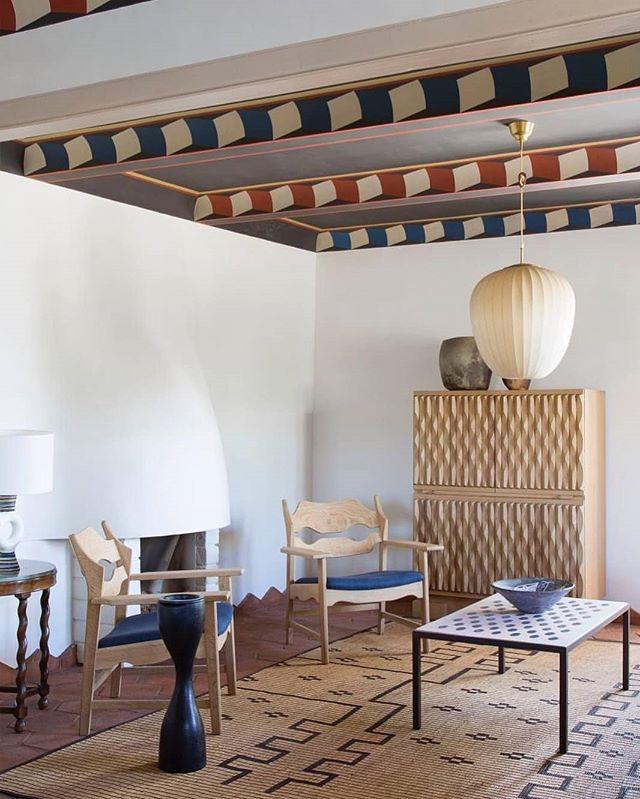 Muebles especiales, espacios especiales. Pic credit @remodelista #almargendelasmodas #auténticos #marcandodiferencias #decolife #ceiling #colors #noeslomismodecoracionquehomestaging #homestagingbarcelona