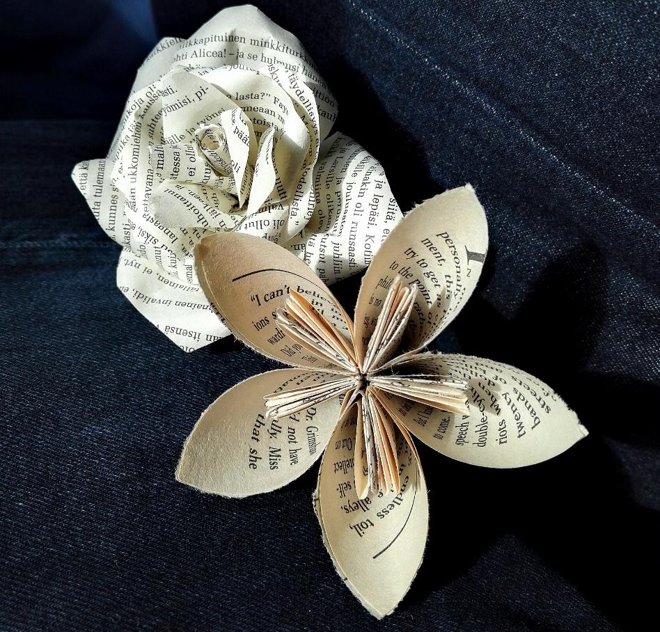 Origamikukka ja paperiruusu
