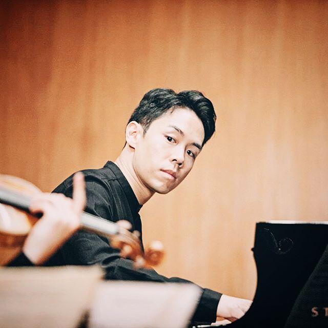TRIoANGLE with @kumhoarthall resident artist @inmoyang_official and @tg_vc felt like familiar friends. Loved playin with you guys 😍 . photo credit @bonsookkoo fantastic as always❤️ . . . #kumho #asiana #seoul #trio #boys #violin #cello #piano #korean #💪