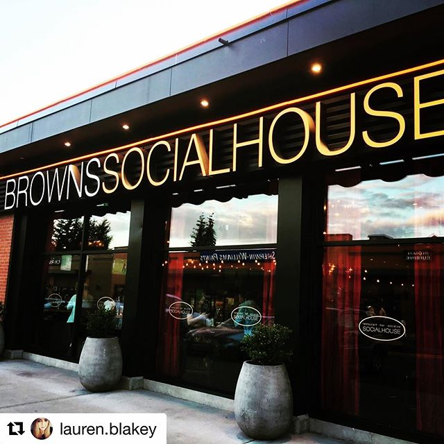 #Repost @lauren.blakey This view never gets old 🧡🖤🧡🖤 ・・・ #brownssocialhouse 🙂🥂🌙✨