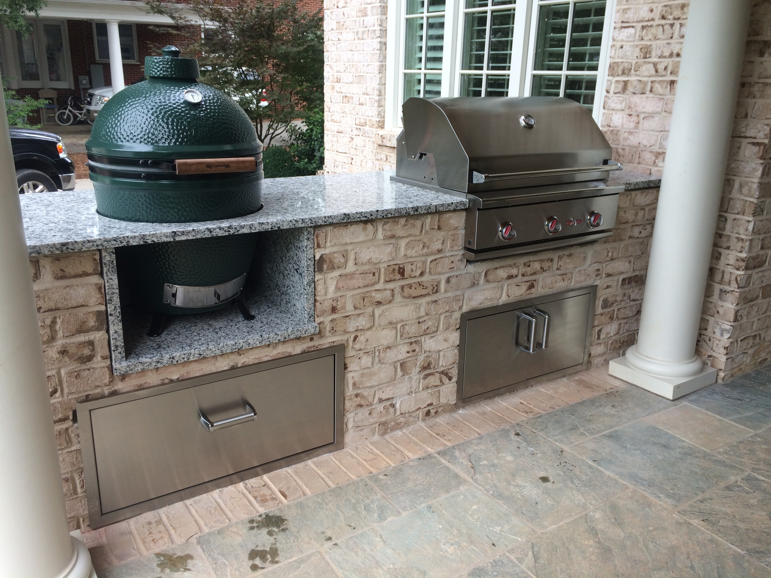 Outdoor Kitchen with Big Green Egg and Delta Heat Grill