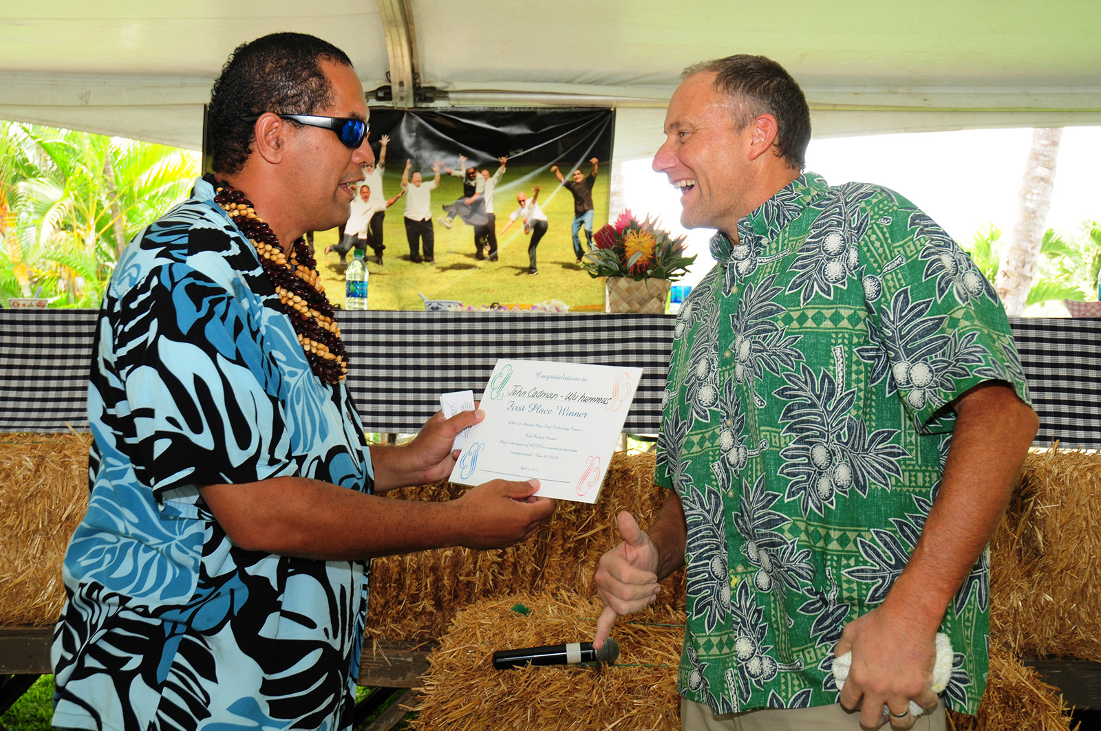 """Ulu was my inspiration,"" said John Cadman about his winning recipe, Maui `Ulu Hummus. ""It's a very versatile ingredient. I've been making pies with it, and thought hummus was a natural."" Pictured: Recipe contest judge Kamaunu Kahaialii presents Cadman with his 1st place certificate."