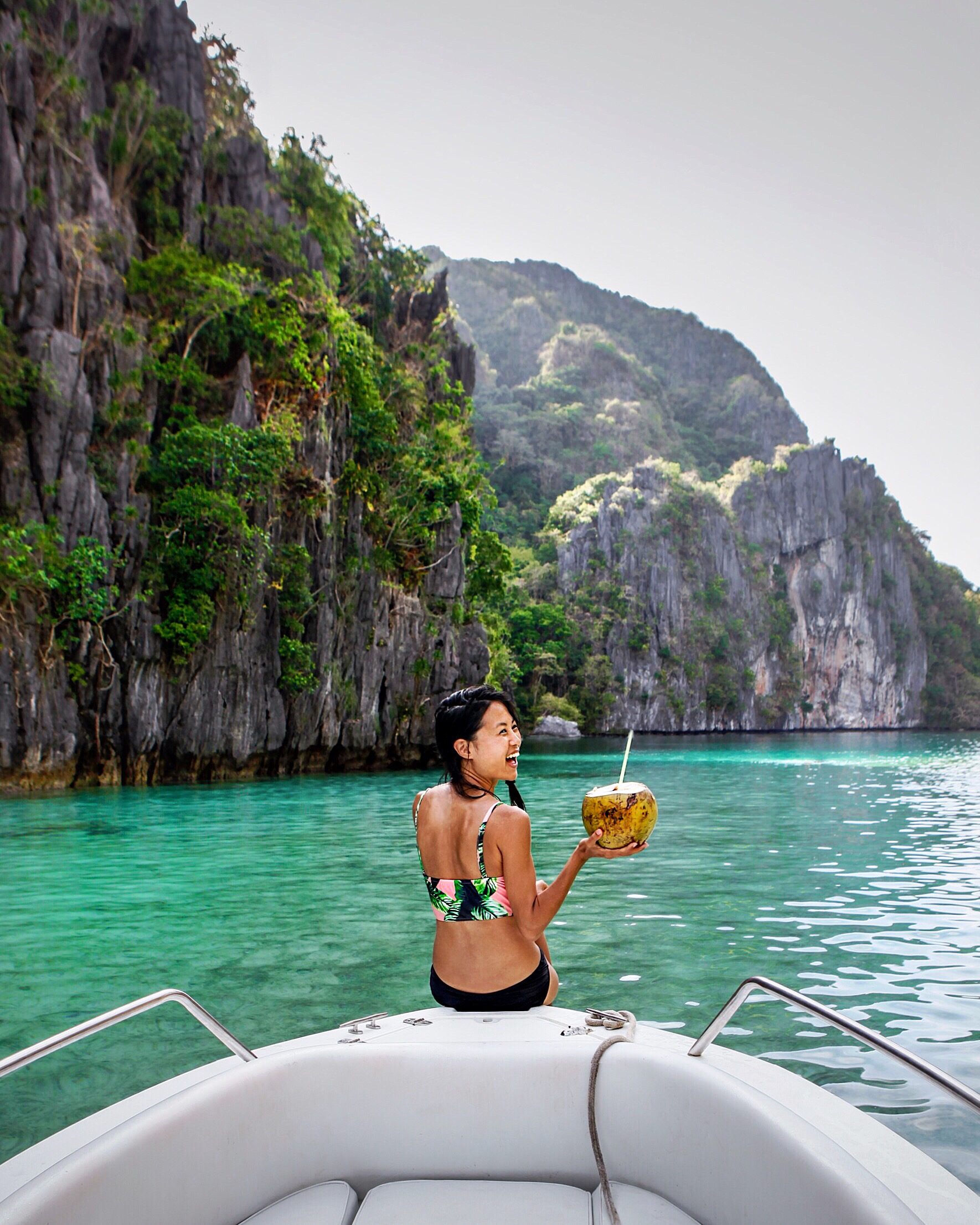 El Nido - Some of the most beautiful islands in the world. You come here for the endless turquoise waters, relaxing island life, fresh seafood, water activities, high visibility and warm waters for diving, natural wonders and beautiful beaches.