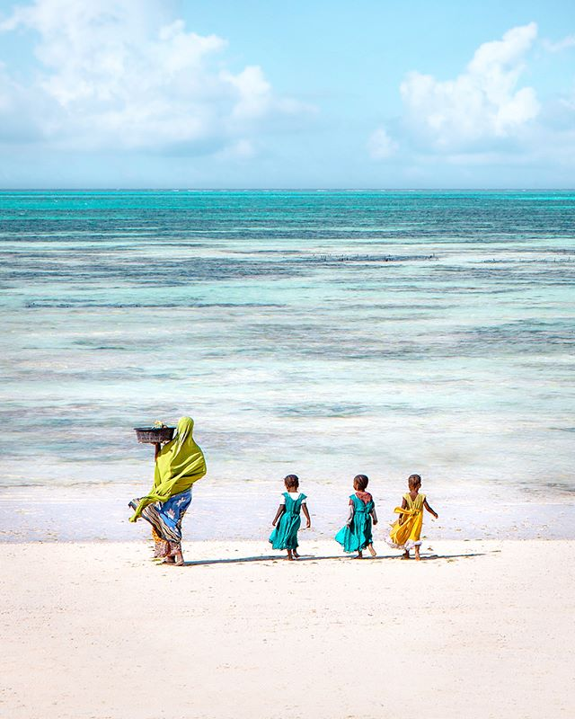 Who run the world? 🙋🏻‍♀️🙋🏾‍♀️ I visited a village on the eastern coast of Zanzibar and experienced life through three generations of women. . Asha and her sister showed me around their compound, and then I learned about seaweed farming with their grandmother. Until recently, women rarely left their homes for privacy issues but now that they're running seaweed businesses, it's become more acceptable to be working outside of the home. . My guide from @colorsofzanzibar was from the village so I knew I was getting an authentic experience and the proceeds would go directly back to the community! . Swipe right to see a few of my favorite portraits I took during my visit 😊