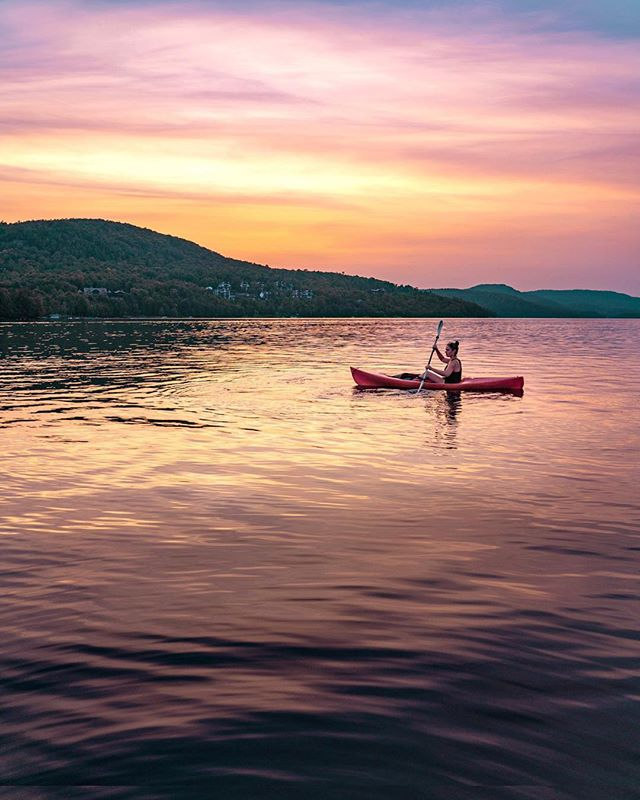 We paddled out just as the lake started changing all shades of purples and pinks. As much as I love exploring far off exotic places, there's something special about a pretty sunset spent in good company. Thanks to @monttremblant for such a perfect weekend getaway to end the summer 💛 #nomadicfareincanada