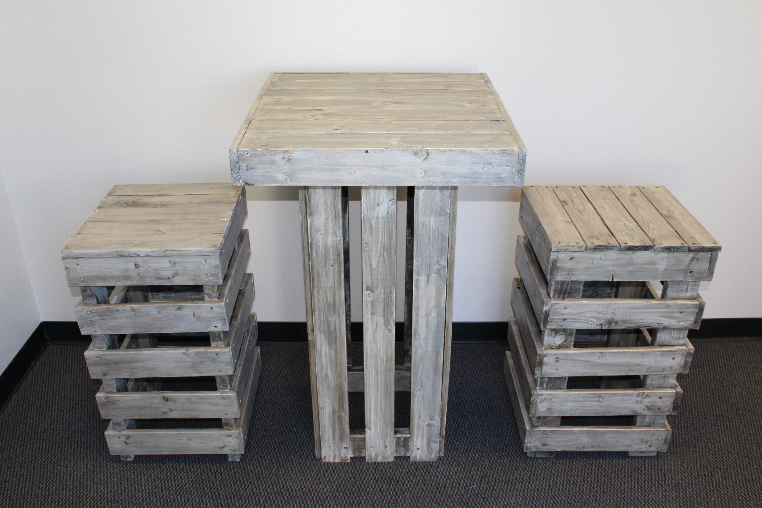 rustic pallet cocktail set