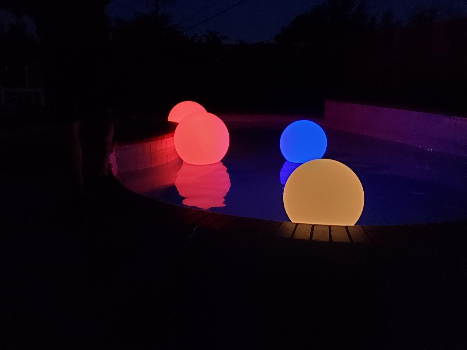LED+floating+balls.jpg