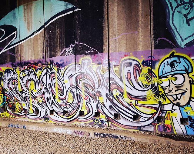 #caveart #mountaingraffiti #moderndayhieroglyphs #donnersummit #oldtraintunnels
