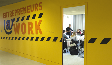 HEC Paris' eLab:  Every minute counts.  As an integral part of top scientists' business ventures, MBA students experience the same stresses, pressures, tension and time crunches as the entrepreneurs.