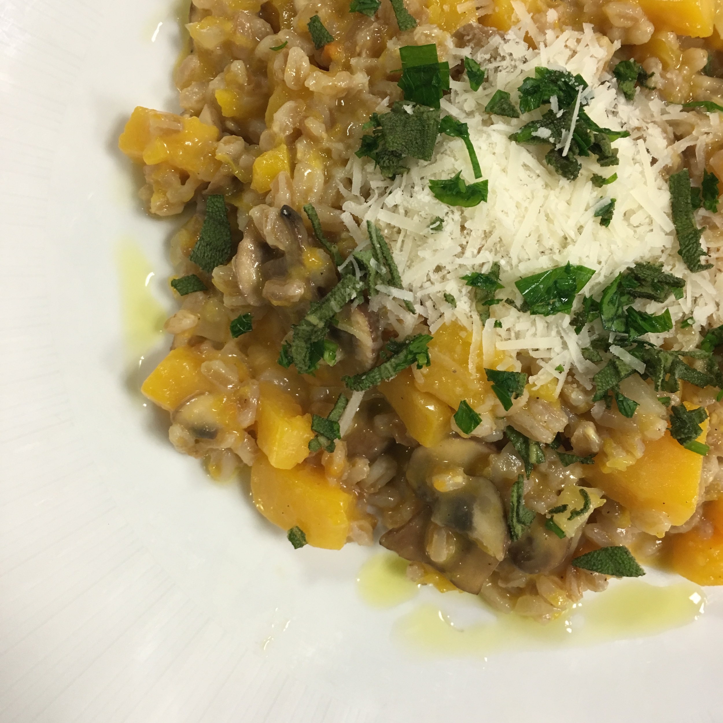 FARRO IS A DELICIOUS WHOLE GRAIN WHICH IS NOT USED ENOUGH! THIS DISH IS DEFINITELY BETTER SUITED FOR COLDER WEATHER BUT IT WAS STILL DELICIOUS!