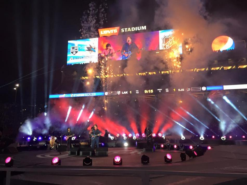 1st period intermission. NHL Stadium Series 2015 Levi's Stadium. John Fogarty.         e2k