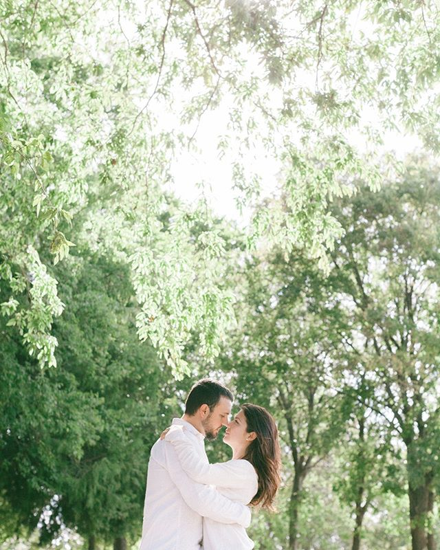 Dear #spring we can finally feel your embrace. ✨ . . . #dfwweddingphotographer #fineartbride #texasweddingphotographer #texaswedding #destinationweddingphotographer #engaged #engagementsession #dallasweddingphotographer