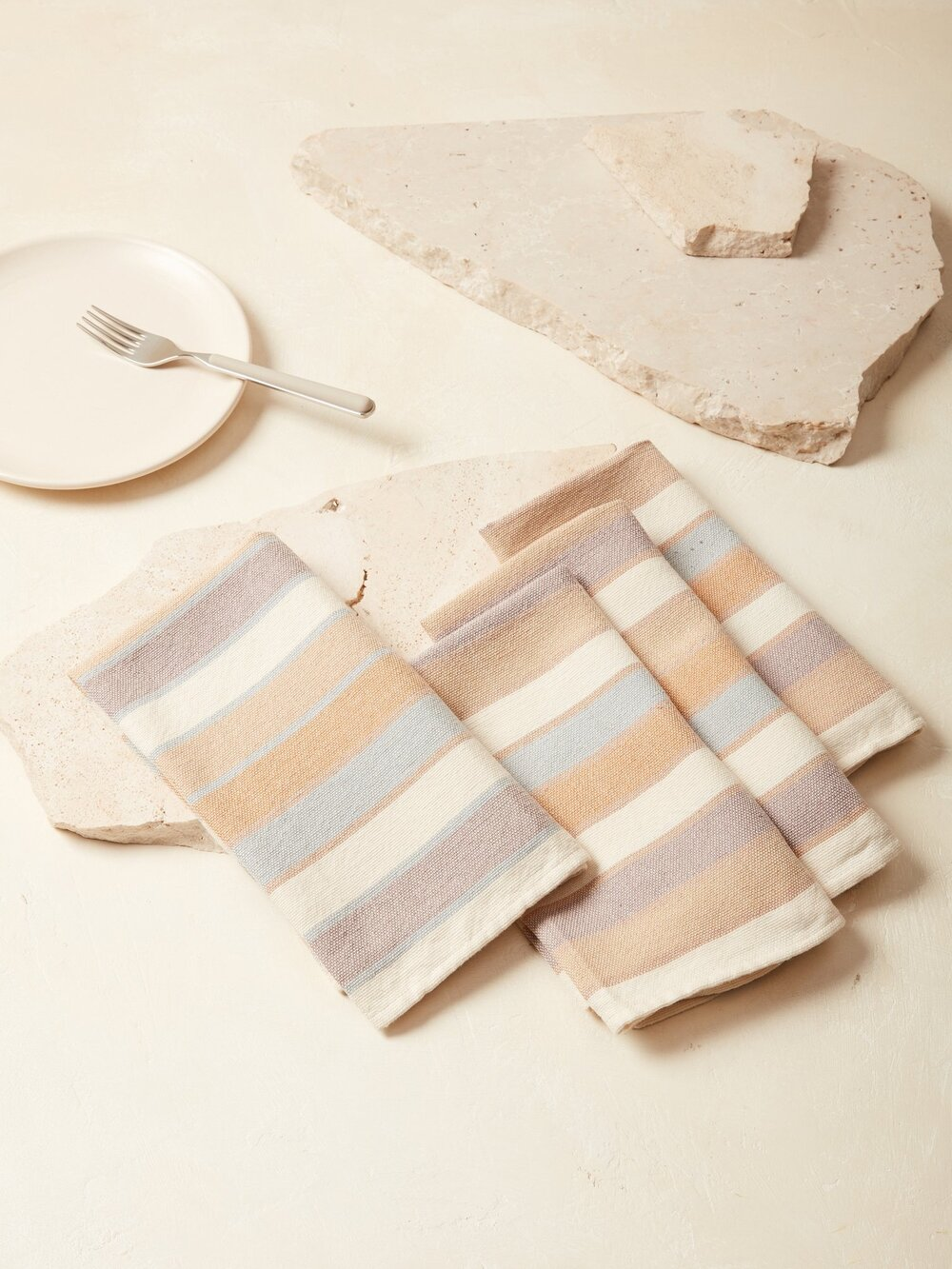 Sustainably Chic | Sustainable Fashion & Lifestyle Blog | The Best Sustainable Reusable Cloth Napkins | MINNA.jpg