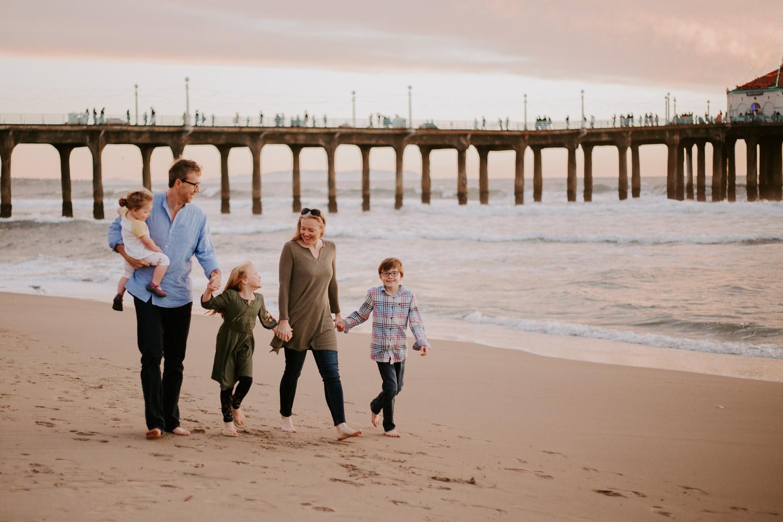victoriavelasteguiphotography_manhattan_beach_family_session-20.jpg