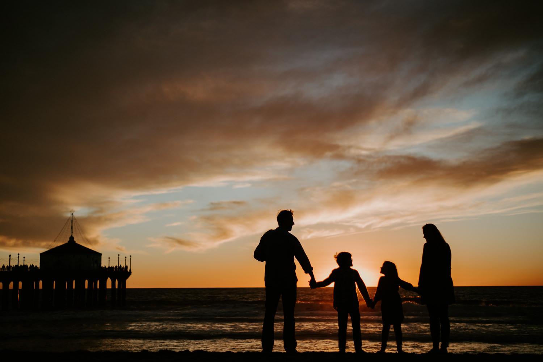 victoriavelasteguiphotography_manhattan_beach_family_session-16.jpg