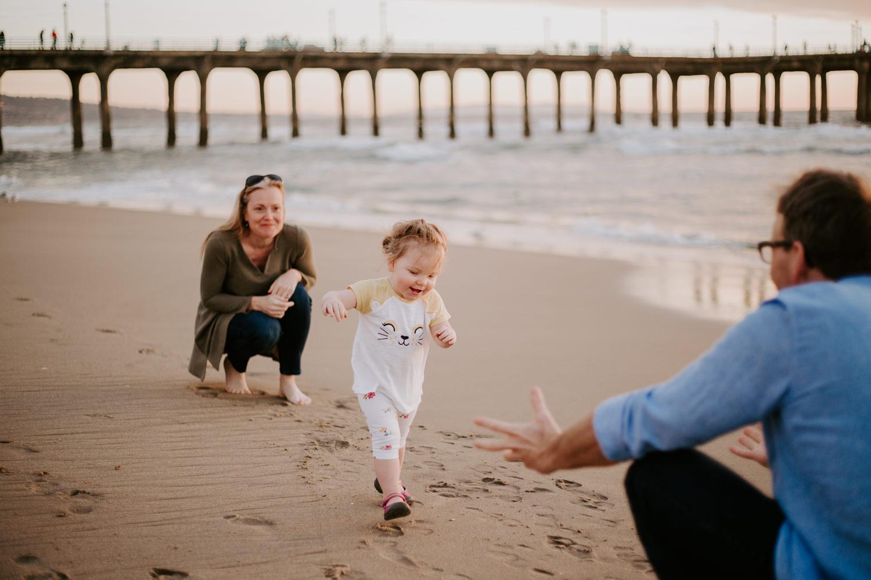 victoriavelasteguiphotography_manhattan_beach_family_session-18.jpg