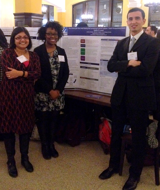 Presenting a research poster at the 2105 Winter Roundtable Conference in Teachers College, Columbia University, New York.