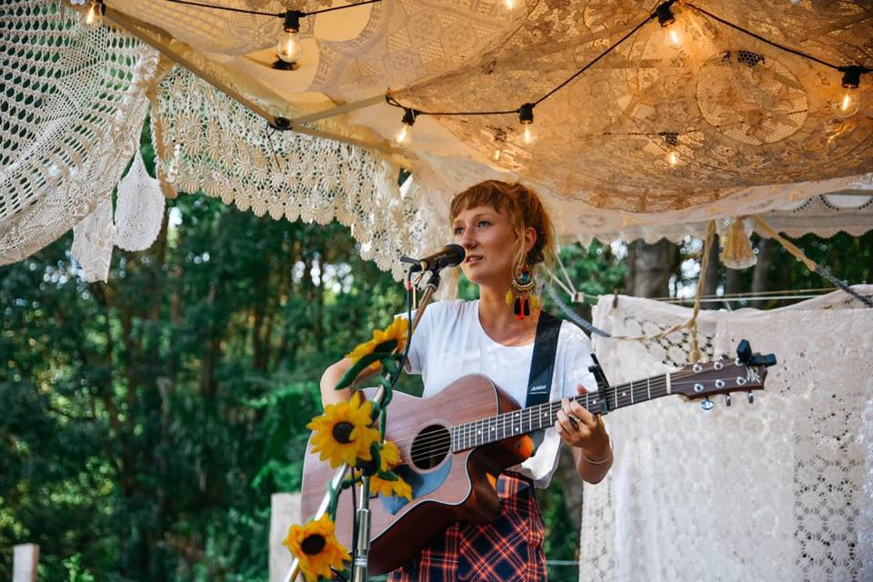 Alana Wilkinson Photo from : @theporchsessions
