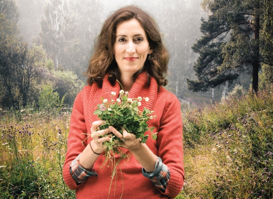 Lisa Marie Bhattacharya holding clover leaves and flowers. Photograph by  Found + Foraged  .