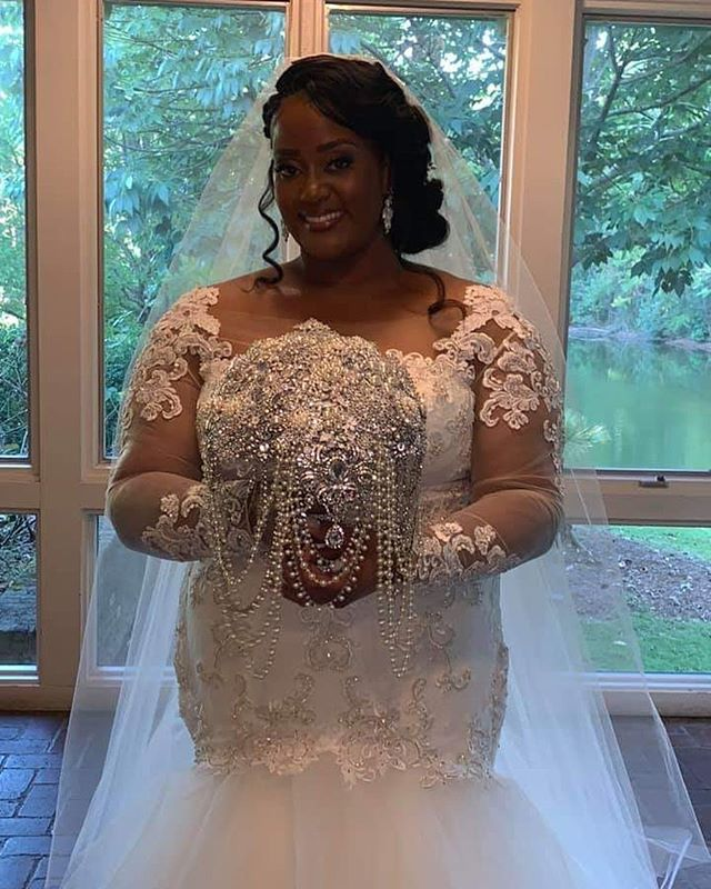 Congrats to Natassia! She looked so gorgeous on her wedding day! And the bouquet! OMG. 💗😍😍😍