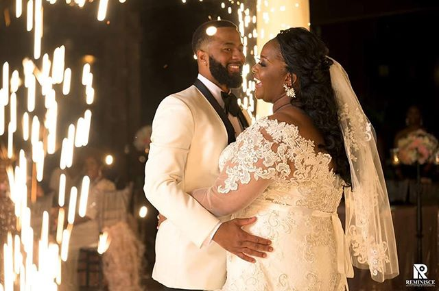 One more because we can't get enough of these amazing photos! Do you guys see the veil change?! Yaaaas to beautiful wedding fashion. 😍😍😍