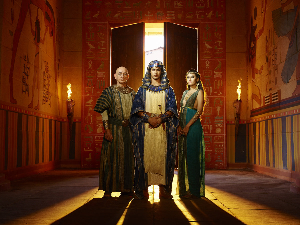Ben-Kingsley-as-Ay-Avan-Jogia-as-Tut-Sibylla-Deen-as-Ankhe 2A - Jan Thijs.png