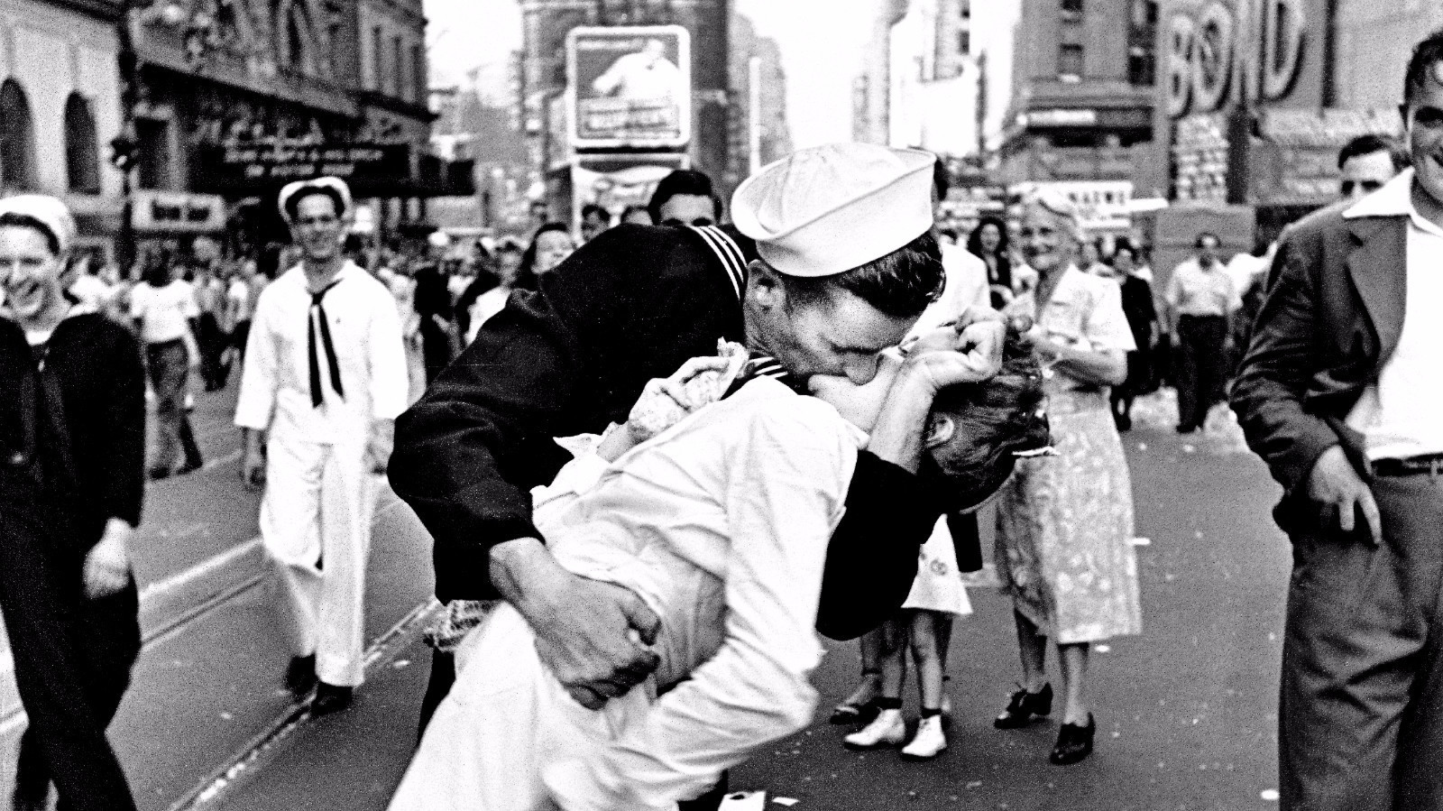 the woman on one of America's Most Famous Pictures has died