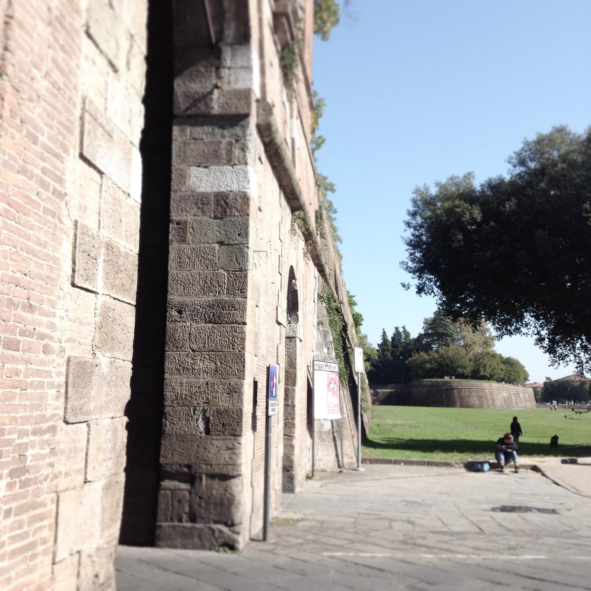 Porta San Pietro e giardini sulle mura