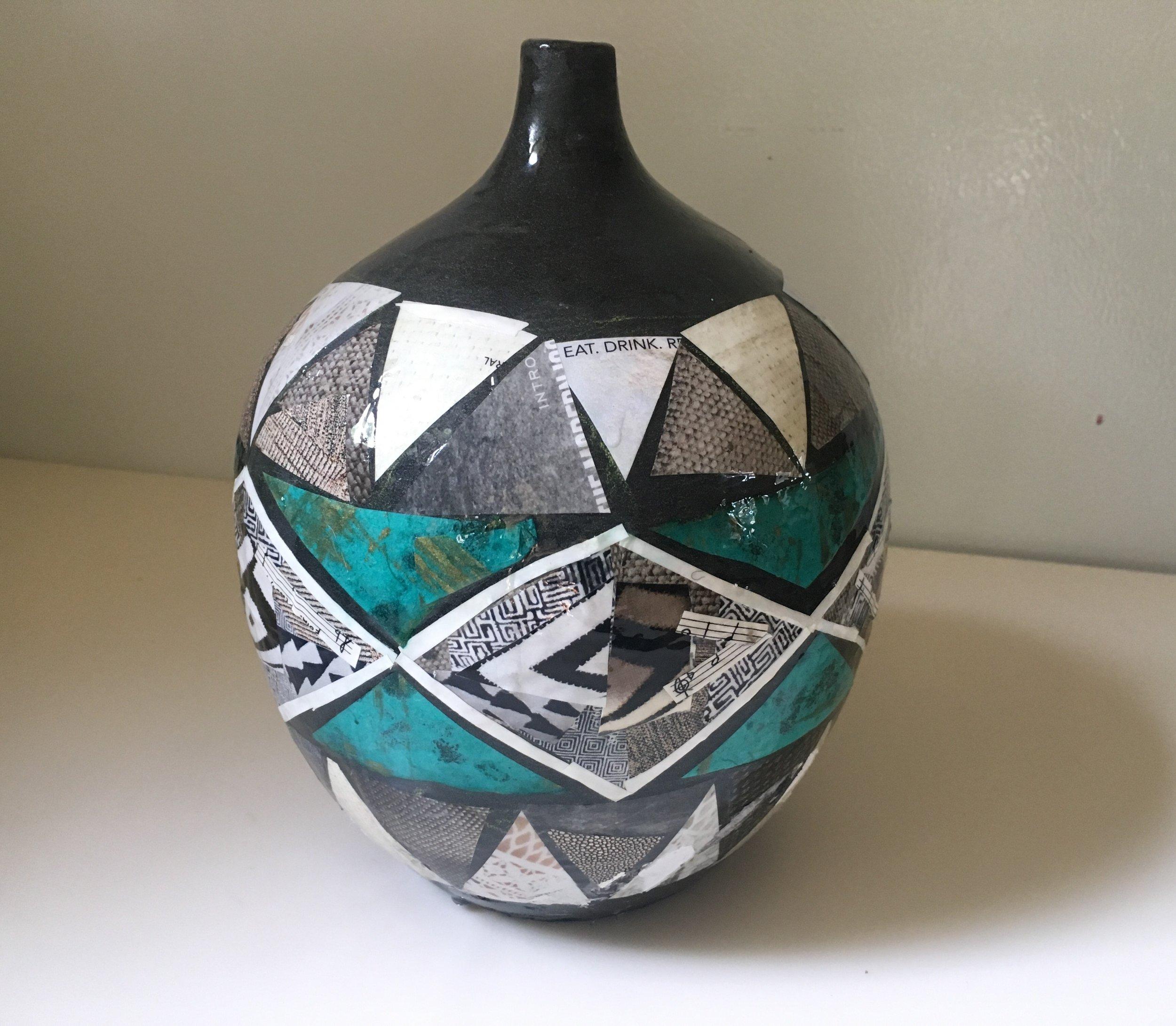 turq black white pot 2.jpg