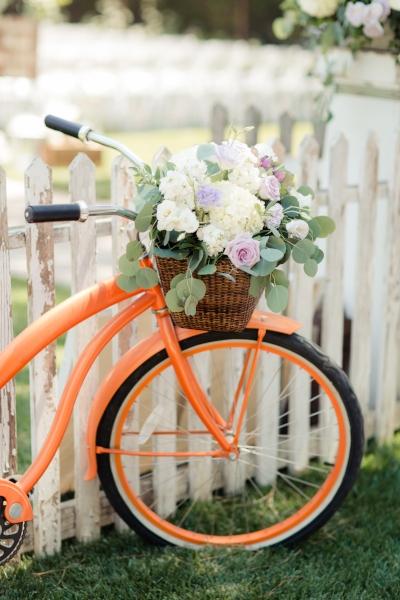 Arrangement by    Unique Floral Designs   || Photo by    Figlewicz Photography