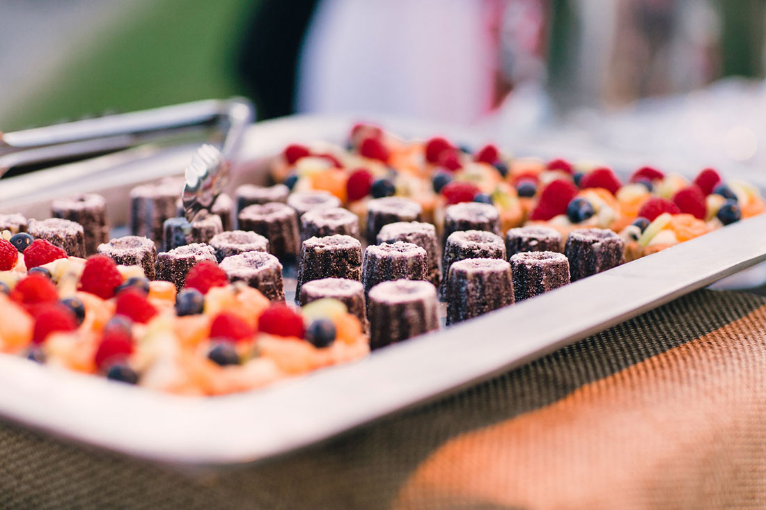 Delicious deserts for wedding guests