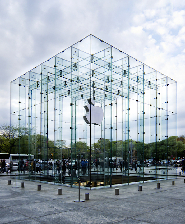Apple 5th Avenue Store in New York, Photo by ©Phakimata