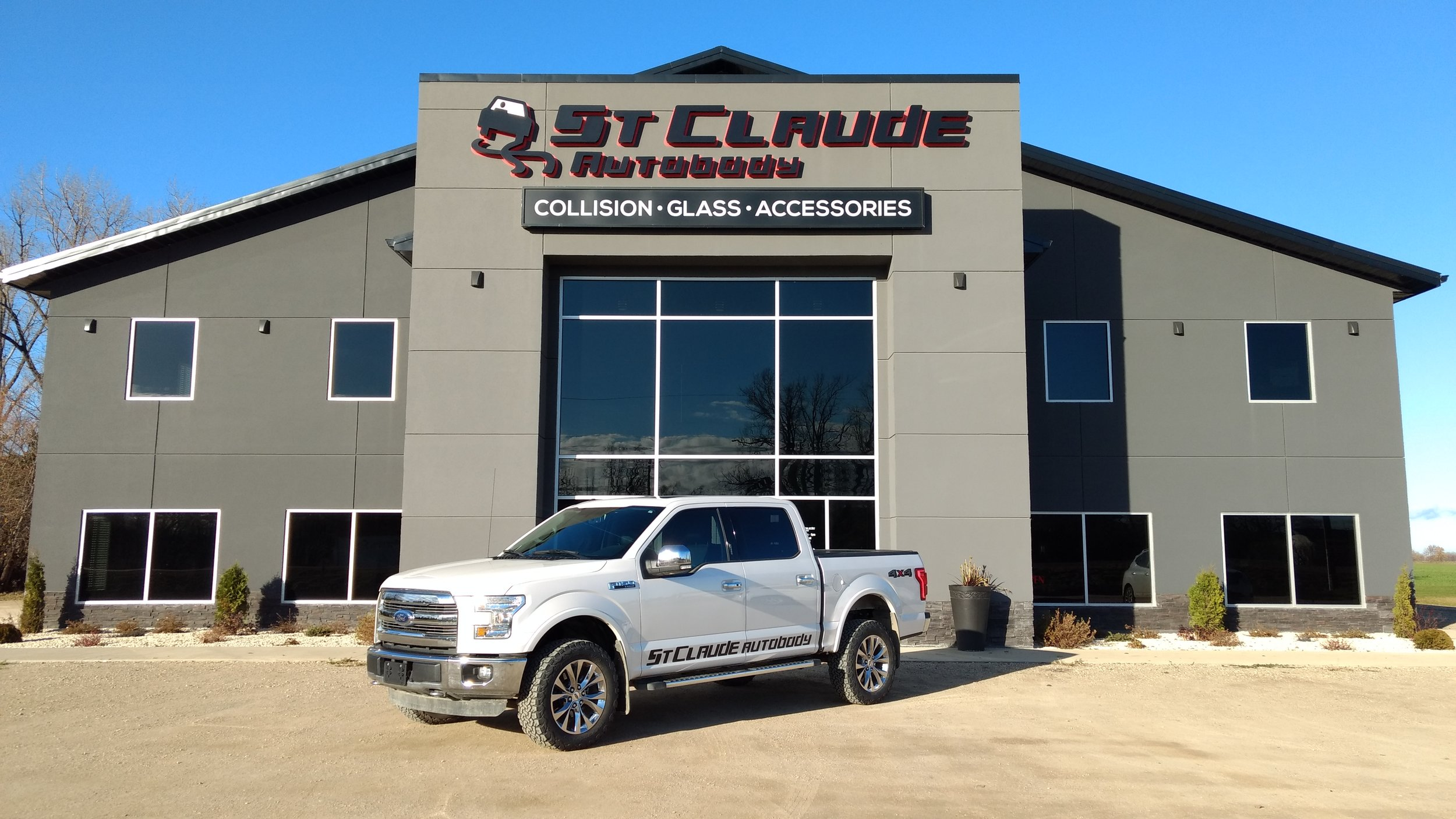 St. Claude Autobody is equipped to handle all your aluminum Ford truck repair needs.