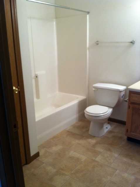 405-10 bathroom.JPG