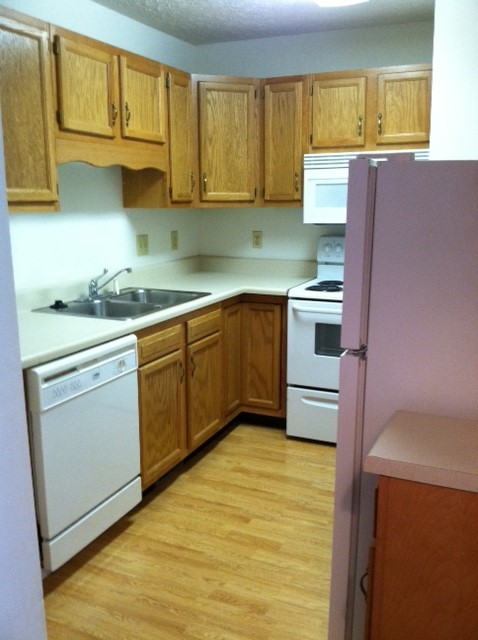 405-10 kitchen.JPG